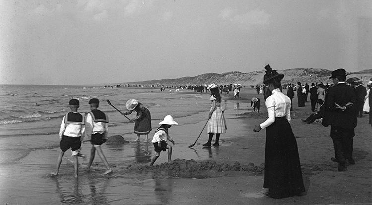 Strandleven rond 1900.
